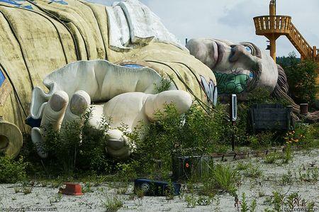 Gullivers-travels-theme-park-abandoned-japan-woe1