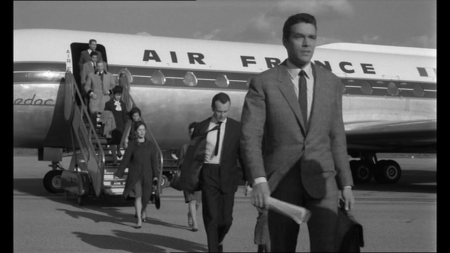 OSS 117 se dechaine Kerwin Mathews arrives at airport