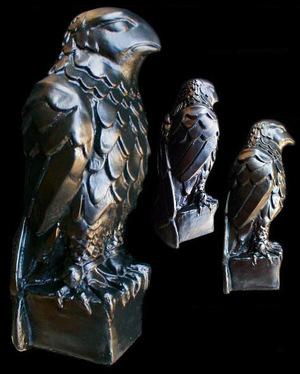 The_maltese_falcon_replica_statue_2
