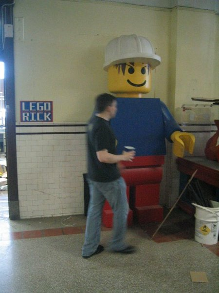8_foot_minifig_large_3